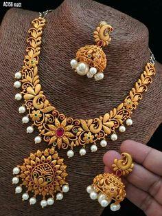 Jewels Jewellery Shop Design, Jewelry Shop, Jewelry Art, Antique Jewelry, Gold Jewelry, Antique Necklace, India Jewelry, Antique Gold, Jewelry Necklaces
