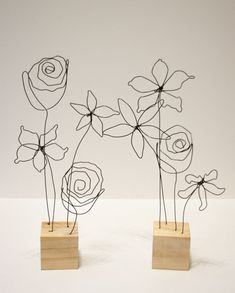 Wire art sculpture - Flower Arrangement Wire Art Mounted to Wood Sculpture – Wire art sculpture Wire Crafts, Diy And Crafts, Arts And Crafts, Wire Art Sculpture, Wire Sculptures, Abstract Sculpture, Bronze Sculpture, Sculptures Sur Fil, Art Du Fil