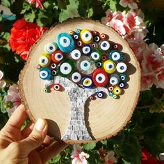 Crafts Stones Nazar tree mozaic art with natural stones and blue beads. Crochet Mens Hat Pattern, Greek Decor, Wood Crafts, Diy Crafts, Mosaic Garden Art, Stone Painting, Rock Painting, Nature Crafts, Mosaic Patterns