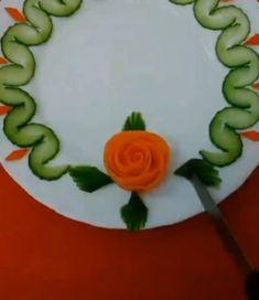 Fancy Food Presentation, Amazing Food Art, Creative Food Art, Vegetable Carving, Food Carving, Food Garnishes, Food Decoration, Food Platters, Food Humor