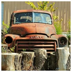 An old rusty GMC Truck I saw in my many travels. Farm Trucks, Cool Trucks, Chevy Trucks, Pickup Trucks, Gmc Pickup, Wrecking Yards, Rust In Peace, Rusty Cars, Abandoned Cars