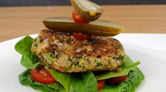 Cheesy Beany Burger – hergestellt mit Limabohnen – The Urban Vegetarian Source by . Burger Recipes, Veggie Recipes, Lunch Recipes, Cooking Recipes, Meatless Recipes, Vegetarian Breakfast Recipes, Vegetarian Meals, Vegetarian Main Course, Farmers Market Recipes