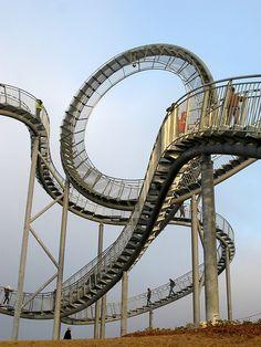 Walking rollercoster in Germany but how do you go around the loop de loop