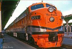 Rio Grande 5771 at Denver Diesel Locomotive, Steam Locomotive, Train Pictures, Rio Grande, New York City, Train Stations, Denver, Electric, Smoke