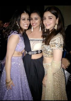 Bollywood's young actresses Shraddha Kapoor, Alia Bhatt and Parineeti Chopra were recently spotted posing for a. Bollywood Girls, Bollywood Stars, Bollywood Fashion, Bollywood Couples, Beautiful Bollywood Actress, Beautiful Indian Actress, Beautiful Women, Dress Indian Style, Indian Dresses