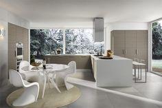 White kitchen diner - voor meer keukeninspiratie kijk ook eens op http://www.wonenonline.nl/keukens/