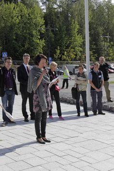 The First Lady of Finland Jenni Haukio reads her poem written in honor of the Finnish Nature. The Day of Finnish Nature August 2014. Photo: Metsähallitus / Anna Haukka