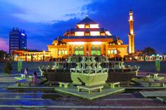 Wisata Religi Asyik di Masjid Agung Batam dengan Sewa Mobil Batam Murah