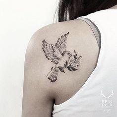 Bird and flower tattoo - tattoodo tatto tattoos, small tatto Swallow Bird Tattoos, Bird Tattoos Arm, Bird Tattoos For Women, Simple Tattoos For Women, Tattoo Bird, Dreamcatcher Tattoos, Wing Tattoos, Songbird Tattoo, Tatoos