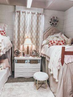 Room, Girls Bedroom Room, College Room, Room Decor, Room Decor Bedroom, College Dorm Room Decor, Room Inspo, Dorm Room Designs, Sorority Room