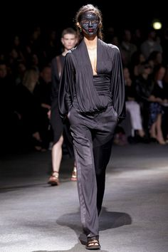 French luxury fashion house Givenchy presented their spring/summer 2014 collection at Paris fashion week spring Creative director Riccardo Tisci sad this Review Fashion, Fashion Week, Runway Fashion, Spring Fashion, High Fashion, Fashion Show, Paris Fashion, Women's Fashion, Fashion Ideas