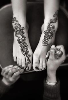 Bridal Henna, maybe like this on feet and the opposite on my hands, going down my pinkies?
