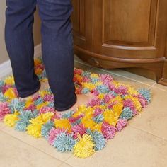 Fluffy Pom-Pom Rug Is Cozy AF DIY Pom-Pom Rug ~ So fun to make and comfy to step on! Easy craft for adults or kids. {Video tutorial included}DIY Pom-Pom Rug ~ So fun to make and comfy to step on! Easy craft for adults or kids. Cute Crafts, Diy And Crafts, Arts And Crafts, Diy Crafts Rugs, No Sew Crafts, Diy Yarn Decor, Crafts With Yarn, Crafts With Kids, Fabric Crafts