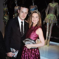 Jonathan Saunders and Natalie Massenet at the 'black carpet' gala opening of the Alexander McQueen: #SavageBeauty exhibition. #AmexStyle