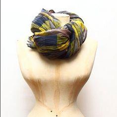 Bufanda de Hoss. http://www.bookandwhite.com/galeria.php?idSeccion=1