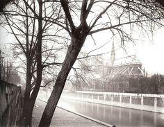 Notre-Dame, quai de Montebello, Paris V, 1922 - Eugène Atget Eugene Atget, Old Paris, Vintage Paris, Paris Images, Alfred Stieglitz, Statue, Jimi Hendrix, George Harrison, Vintage Photography