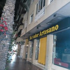 Estamos en rebajas,visita nuestras tiendas en www.salvadorartesano.com o online www.zapatosparatodos.es
