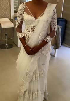 Risultati immagini per sri lanka white saree blouse Bridal Sari, Wedding Sari, Couture Wedding Gowns, Bridal Wedding Dresses, Sri Lankan Wedding Saree, White Saree Blouse, Christian Wedding Dress, Saree Gown, Braut Make-up
