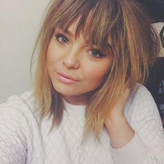 Short Hair With Bangs 2018 23 haar pony Short Hair With Bangs 2018 23 - Hairstyles Fashion and Clothing Full Fringe Hairstyles, Hairstyles Haircuts, Choppy Haircuts, Haircuts With Fringe, Trendy Hairstyles, Woman Hairstyles, Amazing Hairstyles, Braid Hairstyles, Medium Hair Styles