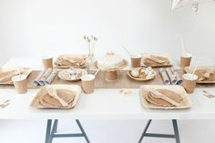 Natural christmas Style Table Natural Christmas, Nordic Christmas, Christmas Party Table, Christmas Fashion, Party Fashion, Stars And Moon, Pretty Little, Party Time, Birthday Parties
