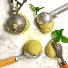 Honeymoon & mint sorbet made with love and all natural and fresh ingredients.