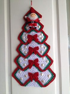 Christmas Tree in Grandma's Crochet – Quilt Instrctions – Christmas Crochet Crochet Christmas Decorations, Crochet Christmas Ornaments, Crochet Decoration, Christmas Crochet Patterns, Holiday Crochet, Christmas Knitting, Christmas Crafts, Christmas Tree Pattern, Christmas Christmas