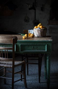 Kitchen Inspiration | Dark Interiors | Dark Kitchens | Moody Interiors | Autumnal Kitchens | Green Table |