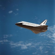 May 8, 1989 – The Space Shuttle Atlantis glides down to the runway at Edwards Air Force Base in California after a four-day orbital odyssey.