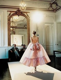 Valentino's backstage fittings for his final couture collection in Paris. Photographed by Francois Halard Spring Moda Fashion, Runway Fashion, Fashion Models, High Fashion, Fashion Show, Fashion Design, Lover Fashion, Paris Fashion, Mode Pastel