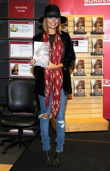 Nicole-Richie-in-scarf - Jamie McCarthy/Getty Images