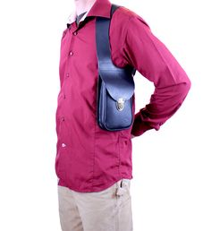 -Bag shoulder holster -  -Material : Leather vegetable tanning.  -Fabrication : Manufacturing entirely handmade , meticulous workmanship , subject to a robust and will last through time!  -Dimention:      Heith: 200 mm   ( 7,8 )                         Width: 130 mm   ( 5,1 )