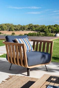 Armchair Welcome in teak - Unopiù Modern Outdoor Chairs, Outdoor Armchair, Outdoor Areas, Outdoor Lounge, Outdoor Living, Outdoor Decor, Garden Furniture, Outdoor Furniture, Outdoor Settings