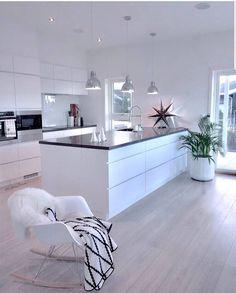 8 veces he visto estas radiantes cocinas abiertas. Kitchen Room Design, Room Interior Design, Kitchen Sets, Modern Kitchen Design, Home Decor Kitchen, Kitchen Living, Kitchen Interior, Home Kitchens, Kitchen Layout
