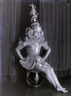 Photograph of Harry Furniss, (who worked in Australia as Paul Furniss), actor, director, author, singer and dancer who danced as Paul d'Este (or Paul d'Esti) in the Imperial Russian Ballet in the 1920′s – Source. -