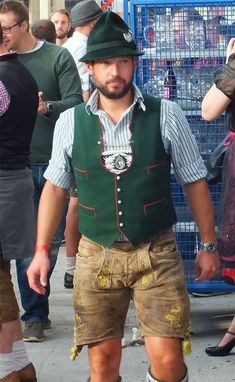 Leather Overalls, Leather Trousers, Traditional Fashion, Traditional Dresses, Komplette Outfits, Trendy Outfits, Mens Lederhosen, German Men, Winter Mode