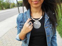 http://unachicasual.blogspot.com.es/2014/10/lbd.html  jacket, denim, chaqueta, vaquera, vestido, dress, negro, black, collar, necklace, tribal, ring, anillo, girl, ootd, look, outfit, trend, fashion, moda, inspiration