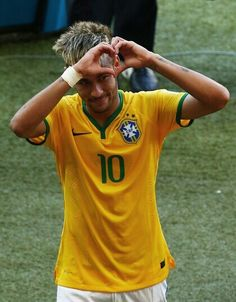 Neymar Photos Photos - Brazil v Chile: Round of 16 - 2014 FIFA World Cup Brazil - Zimbio Best Football Players, Good Soccer Players, Football Is Life, National Football Teams, Soccer Fans, Lionel Messi, Messi And Neymar, Neymar Team, Neymar Jr Wallpapers