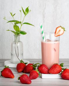 Support muscles and daily health with 20 g of plant-based protein from Peas, Rice, and Cranberries in limited time Strawberry Flavor.◊ Each serving delivers essential Amino Acids and more than 20 vitamins and minerals. Liquid Vitamins, Vitamins And Minerals, Energy Vitamins, Arbonne Nutrition, Nutrition Drinks, Health And Nutrition, Arbonne Shake Recipes