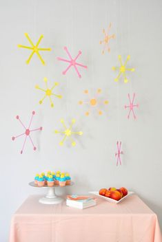 use straws to make this mid-century style party decor!