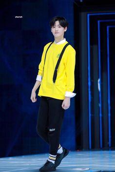 Yohan Kim, Starship Entertainment, First Photo, South Korean Boy Band, Chanyeol, Boy Bands, Bomber Jacket, Kpop, Boys