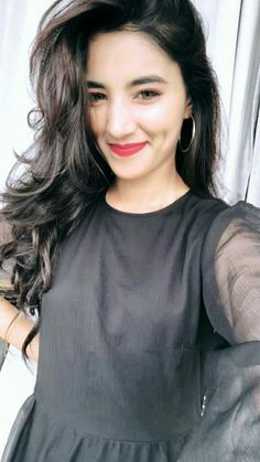 Stylish Girls Photos, Stylish Girl Pic, Girl Photos, Girls Dp, Cute Girls, Muslim Beauty, Profile Picture For Girls, Cute Girl Poses, Selfie Ideas