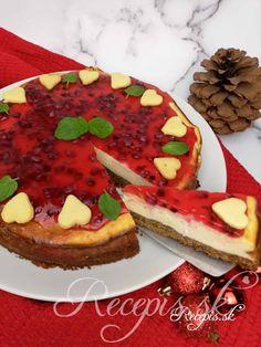 Ak vám ostanú po vianociach medovníky či perníky, ktoré nikdo nechce jesť, môžete z nich pripraviť tento chutný cheesecake zo zimnými arómami. Plnka je kombinácia tvarohovej zmesi a bielej čokolády, k tomu želatína z granatového jabĺčka a samozrejme aromatický perníkový základ. Potrebujete: 250g perníkov alebo iného suchého vianočného pečiva100g masla izbovej teploty1čl škorice Na plnku: 500g jemného tvarohu100g roztopenej bielej čokolády3 vajíčka100g kr. Cukru200g jemného krémovité Avocado Toast, Cheesecake, Breakfast, Food, Basket, Morning Coffee, Cheesecakes, Essen, Meals