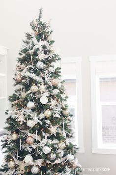 White & Gold Michaels Makers Dream Tree The Crafting Chicks winterwonderlandchristmas christmasmood holidaytree christmasbaubles whitechristmas rusticchristmas xmastreedecorations christmastreewithwhitedecorations christmastreetoppers Christmas Tree Wallpaper, Cool Christmas Trees, Christmas Tree Themes, Holiday Tree, Green Christmas, Christmas Tree Toppers, Rustic Christmas, Beautiful Christmas, Christmas Home