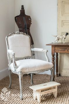 Reupholstering a French Chair #reupholster #reupholsterchair