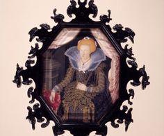 Adelsfrøkenen Kirsten Munk blev i 1615 Christian 4.s anden hustru. Hun var datter af Ludvig Munk og Ellen Marsvin. Sammen med kongen fik hun tolv børn, hvoraf otte overlevede. Kirsten Munk havde et tæt forhold til Christian 4, og hun beskrives som en både intelligent og selvstændig personlighed. I 1626 indledte hun imidlertid et forhold til rhingreve Otto Ludwig af Salm, og hun og kongen fjernede sig mere og mere fra hinanden; i 1630 forlod hun hoffet og boede fra da af på sine jyske godser…