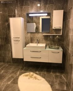 This simple house with elegant lines Detail Modern Bathroom Tile, Bathroom Design Luxury, Diy Bathroom Decor, Small Bathroom, Boho Bathroom, Master Bathroom, Luxury Homes Interior, Home Interior Design, Farmhouse Style Kitchen