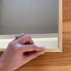 DIY #68 – Un miroir verrière | Pierre Papier Ciseaux Bathroom Medicine Cabinet, Diy And Crafts, Vertigo, Photos, Ikea Mirror, Mirror Door, Full Body Mirror, Diy Home, Do It Yourself Crafts