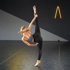 Street Dance, Contemporary Dance, Modern Dance, Black Haircut Styles, Jazz, Flexibility Dance, Gymnastics Videos, Dance Choreography, Cute Couple Videos
