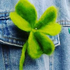 Shamrock flower hair pin and brooch. Hand made felted by galerytouchofrainbow on Etsy Small Flowers, Felt Flowers, Flowers In Hair, Flower Hair, Birthday Pins, Felt Gifts, Rose Gift, Unisex Gifts, Irish