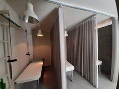 Μια τελευταίου τύπου κουρτίνα Wave - Vertical που εξυπηρετεί αφάνταστα στο να δημιουργεί χωρίσματα ανάμεσα σε καμπίνες φυσικοθεραπείας!!!! Divider, Room, Furniture, Home Decor, Bedroom, Decoration Home, Room Decor, Rooms, Home Furnishings